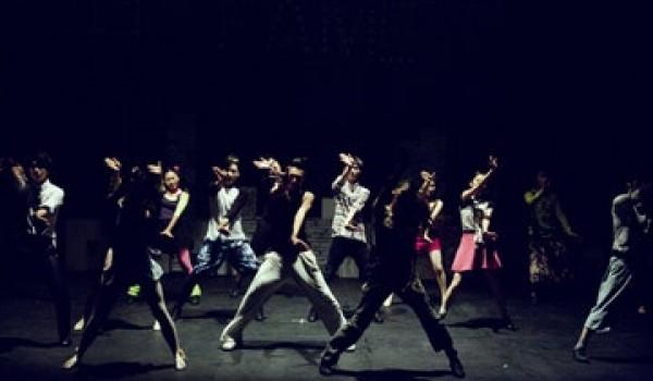 Φοιτητές με ειδικότητα τον χορό στη σχολή φυσικής αγωγής και αθλητισμού του Staps